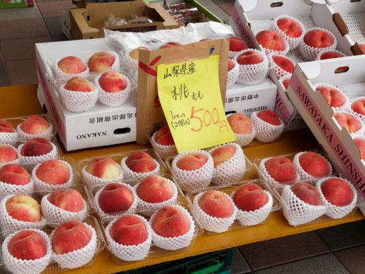 きたもと朝市ではJAさいたまの新鮮野菜、果物をお買い求めいただけます