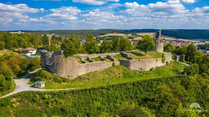Hoch über der Stadt Bad Kissingen im Ortsteil Reiterswiesen steht die schöne Burgruine Botenlauben