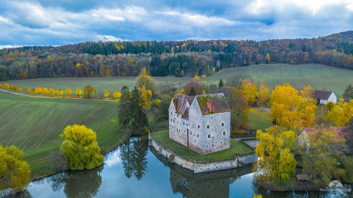Wasserschloss Brennhausen im Herbst