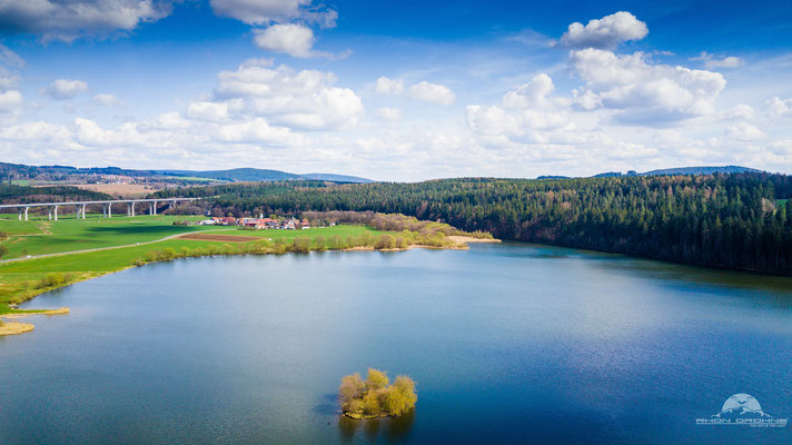 Der Stausee Ratscher bei Schleusingen. Ursprünglich zum Hochwasserschutz aber seit 1987 kann man dort auch campen und baden.