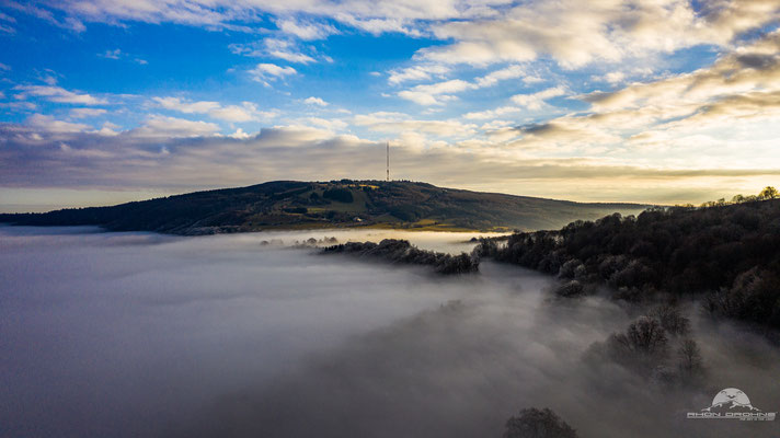 Der heilige Berg der Franken ragt über dem Nebelmeer