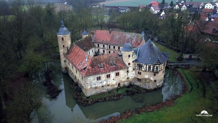 Wasserschloss Irmelshausen im Herbst