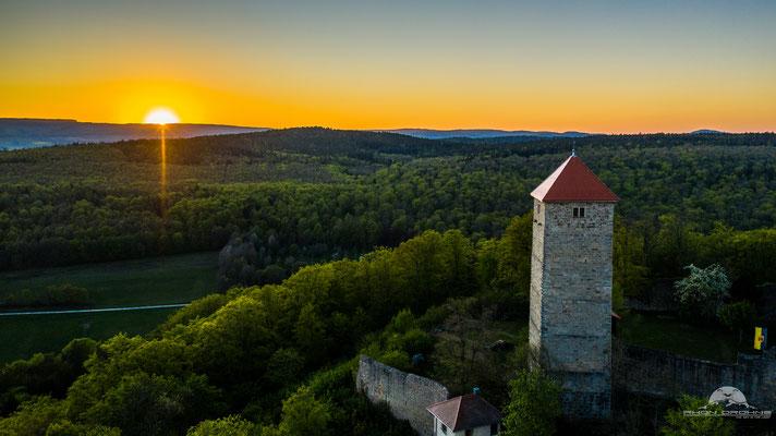 Sonnenuntergang an der Lichtenburg in Ostheim