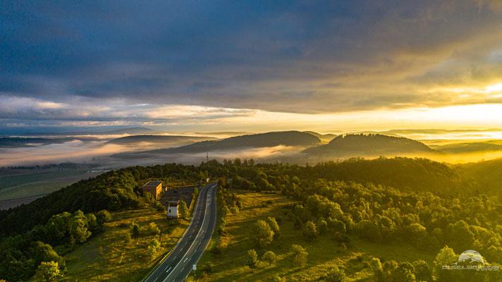 Sonnenaufgang ehemaliger Grenzübergang Eußenhausen mit Blick nach Thüringen