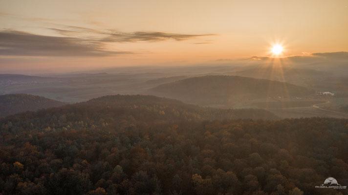 Untergehende Sonne im Herbst