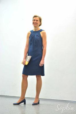 festliches Kleid aus reiner Seide mit tropfenförmigen Rückenausschnitt