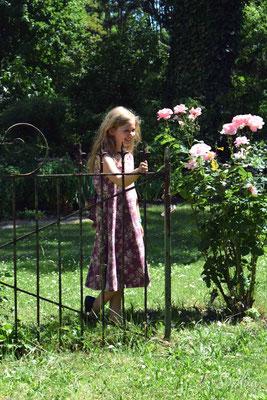 Streukindkleid mit großer Schleife im Rücken