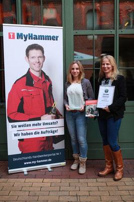 Hanna und Tanja Neumann bei der Preisverleihung in Berlin