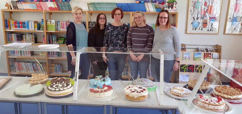 Die Damen vom Kuchenbuffet - herzlichen Dank an alle Spender(innen)