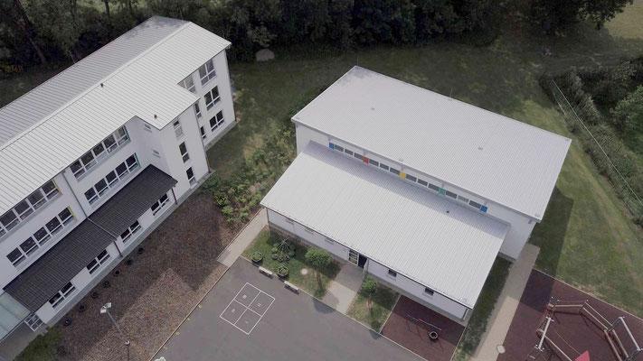 Schulgebäude mit Turn- und Festhalle - Aufnahme MEDIENWERKSTATT Bernd Leßmöllmann