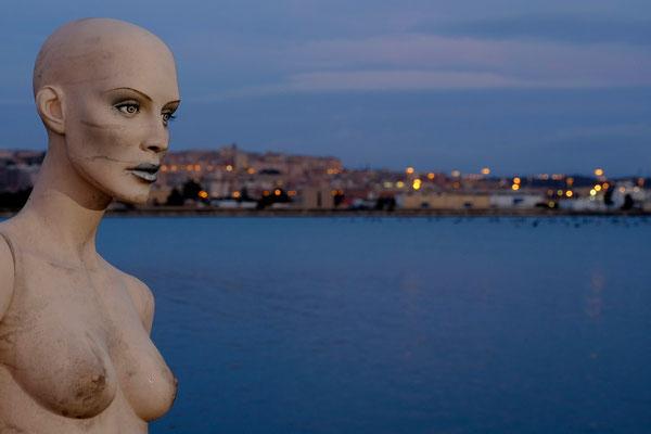 porto di Cagliari è diviso in due zone: quella centrale e più antica in via Roma, e quella moderna del porto canale di Cagliari a Giorgino