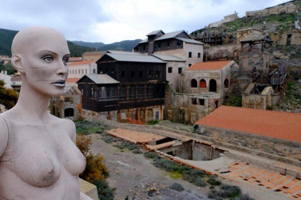 Argentiera, La località è una delle più suggestive della Sardegna per la particolare bellezza e varietà di paesaggio con montagne costituite di pietra argentata che lambiscono la costa