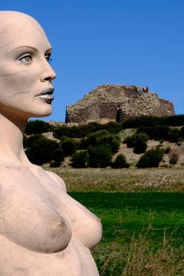 Barumini, abitato sin dal periodo nuragico, come testimoniato dall'importantissimo sito di Su Nuraxi,