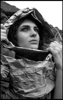 Elisa schirru modella foto di Marco Sodini recycled cardboard