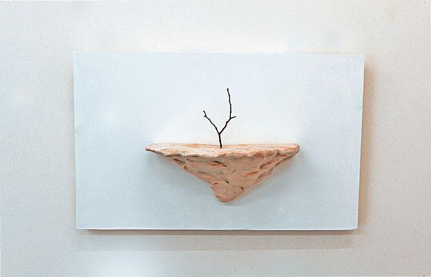 枯れ木を生けるⅡ( arrange the dead treeⅡ)/2012/W19×D10×H11㎝/ 陶土、釉薬、枯れ木( earthenware,glaze,dead tree)