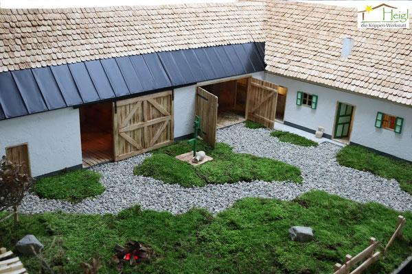 Originalgetreuer Nachbau des Elternhauses als Krippenstall (Abmessungen ca.250x170cm, Figurenhöhe 20cm).