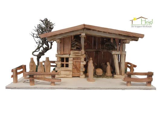 Komplett aus Holz - naturbelassen und schlicht (Abmessungen ca. 50x30cm, Figurenhöhe 7cm).