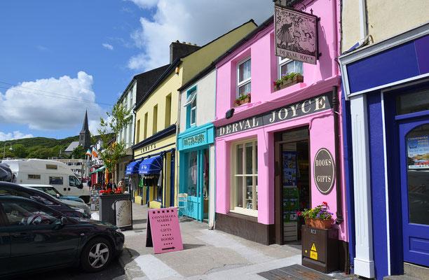 Die farbenfohen Häuserfronten in Cliften sind ein tolles Fotomotiv. Der 3000-Seelen Ort ist die inoffizielle Hauptstadt von Connemara.