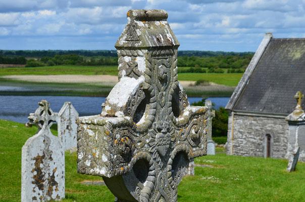 Die einzigartige Klosterruine Clonmacnoise am Shannon-River ist heute eine der beliebtesten Sehenswürdigkeiten Irlands.