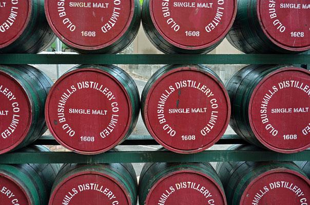 Die Old Bushmills Destillerie in Nordirland ist eine der ältesten Whiskeybrennereien der Welt.