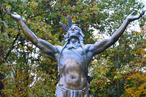 "Statue ""Hail to the Sunrise"" zum Gedenken an die Mohawk Indianer (bei Charlemont in Massachusetts)"