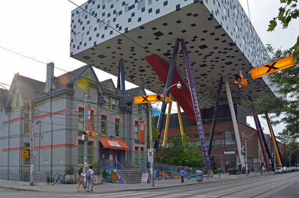 Das Sharp Centre for Design ist ein Erweiterungsbau des Ontario College of Art & Design.