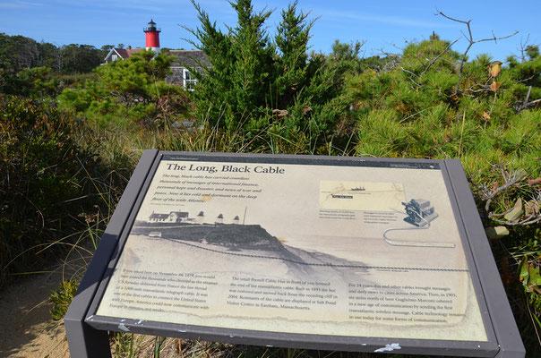 """Eine Informationstafel informiert anschaulich über """"The Long, Black Cable""""."""