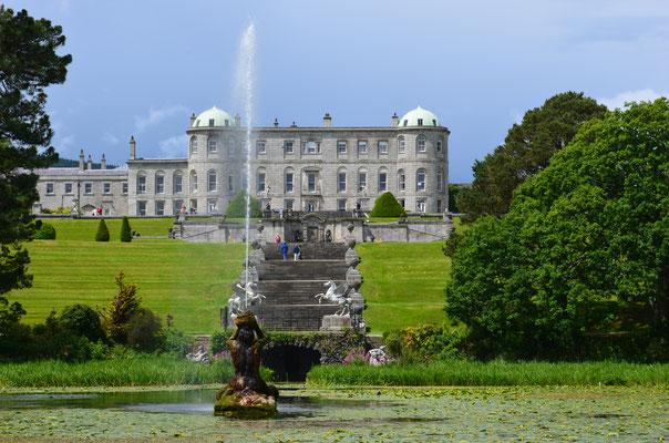 Das Powerscourt House und die dazugehörigen Powerscourt Gardens im County Wicklow zählen zu den schönsten Anlagen ihrer Art in ganz Irland.