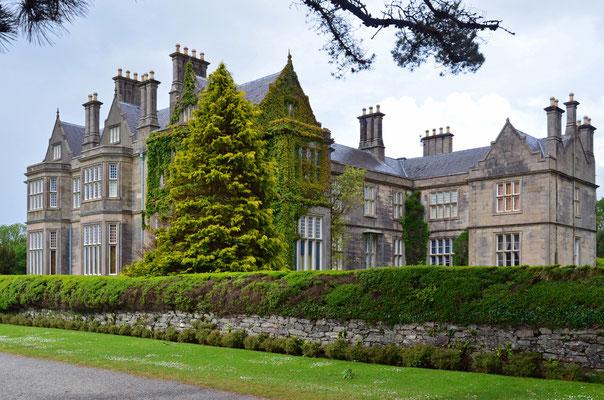 Muckross House and Gardens. Das Anwesen liegt südlich der Stadt Killarney im Killarney-Nationalpark.