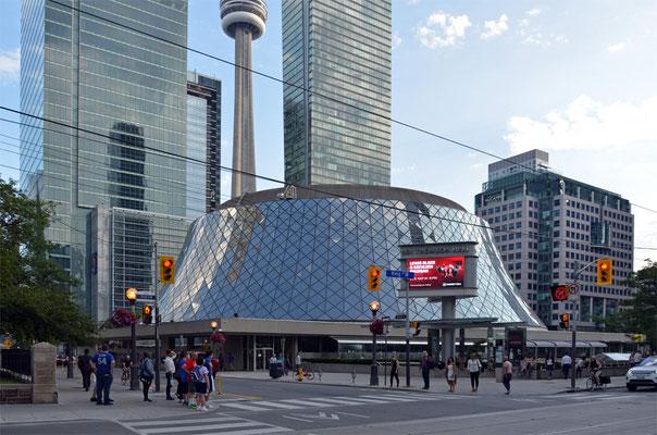 Die Roy Thomson Hall ist eine Konzerthalle in Toronto.