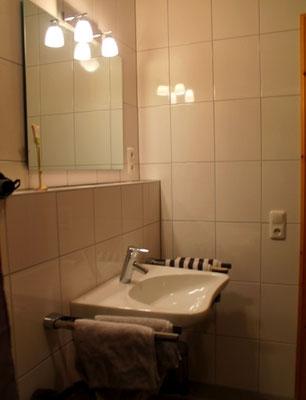 Bad mit Dusch und WC barrierefrei