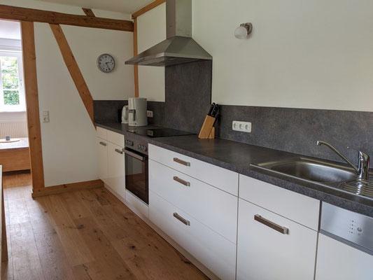 Moderne und komplett ausgestatte Küche