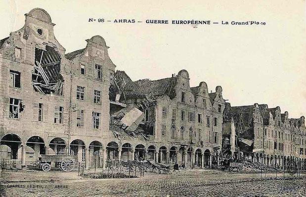 被摧毁的周围建筑
