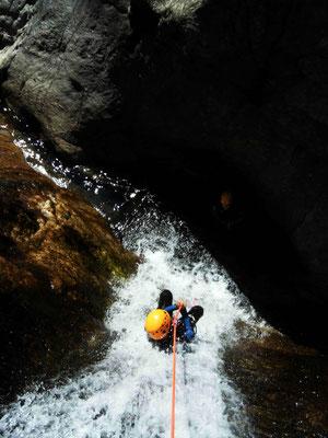 initiation canyoning dans le Rec Grand- canyoning au Caroux