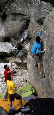 escalades sur les blocs des gorges d'Héric