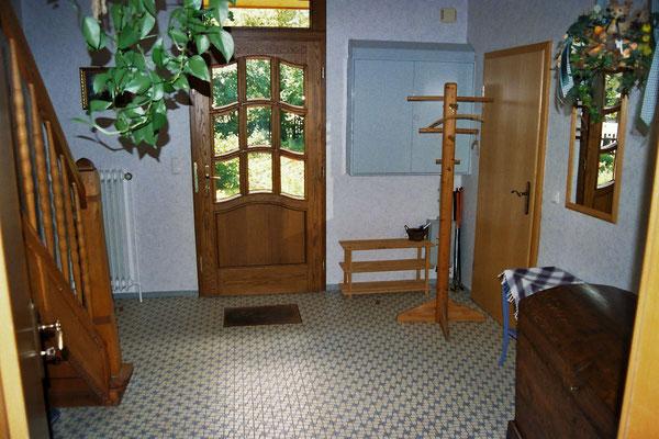 Eingangsbereich und Flur unten
