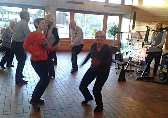 tanzen-am-Seniorennachmittag