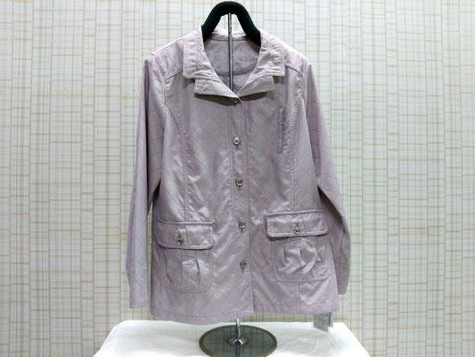 やや生地の厚い一重のコート。風を通しません。¥7000+税