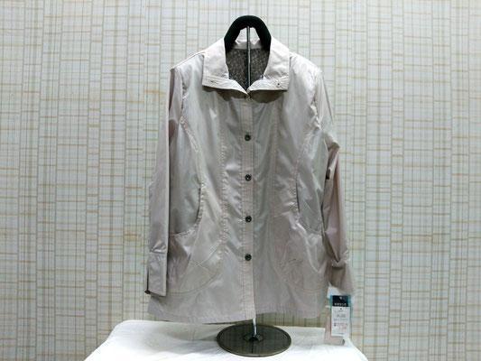 裏にメッシュ生地が付いたコート。こちらも風を通しません。¥5000+税
