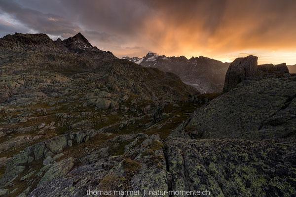 Sonnenaufgang oberhalb vom Grimselpass