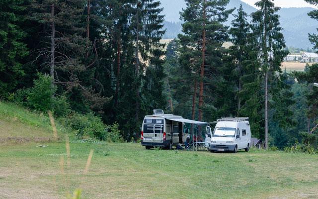 Wir stehen hier auf einem Campingplatz!  Sehr ruhig und viel Platz!