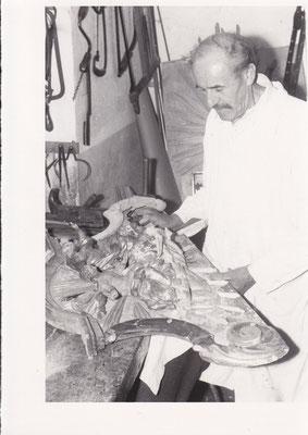 7. Wilhelm Kögelsperger in seiner Werkstatt