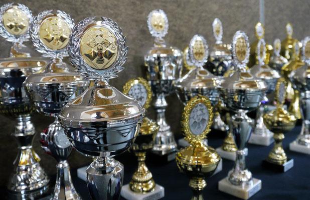 ein Meer von Pokalen