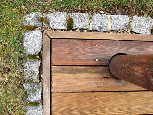 Holzterrasse mit Umrandung