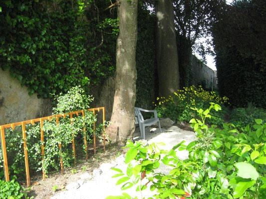 ©Sellen. Un coin repos ombragé au gîte La Paliole.