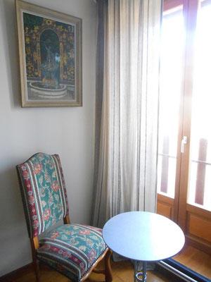 """©Sellen. La chambre """"La Lanterne"""" donne sur le parc de """"La Paliole""""."""