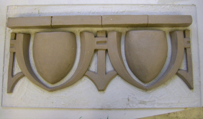 Eierstab- Ornament in Ton