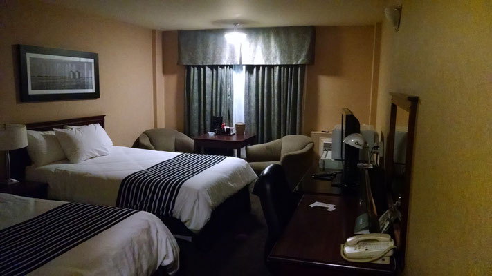 mein typisch amerikanisches Hotelzimmer inkl. Kühlschrank und Mikrowelle