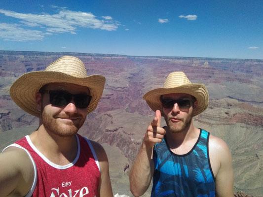 Der Hut-Trick: Wen zwei Leute den gleichen hässlichen Hut aufhaben, ist er nur noch halb so hässlich