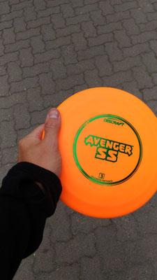 frisbee golf in whistler - Talya wasn't a fan...